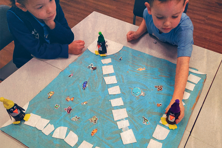 Brinquedos não-estruturados favorecem a imaginação infantil